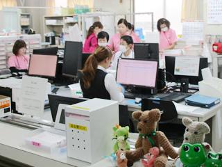 長津田厚生総合病院 看護部ナースステーション(新館2階)